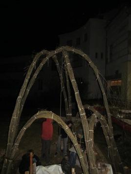 www.sanftestrukturen.de/Weidenbau ..da haben Aude und ich diese Weidentechnik gelernt :-) ... c´est là, où Sebastien et moi avons tout appris sur les structures en saule...