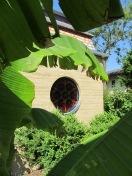 Kappelle im Garten zwischen Wohnhaus und Atelier