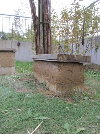 und Patzen für Patzen auf das Fundament geworfen und in Form gebracht