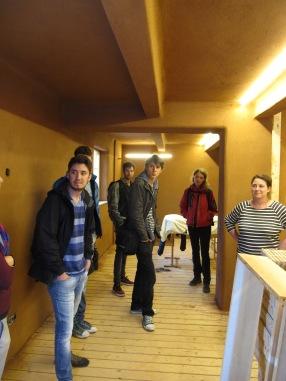 Auch alle Innenräume des Hauses sind mit Lehm verputz und haben auch teilweise eingearbeitete Wandheizungen. Hier ist das Souterrain des Hauses zu sehen