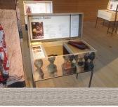 in von Vorarlberger Handwerkerinnen gestaltete Holzkisten werden die Informationen der Baumeisterinnen aufgearbeitet